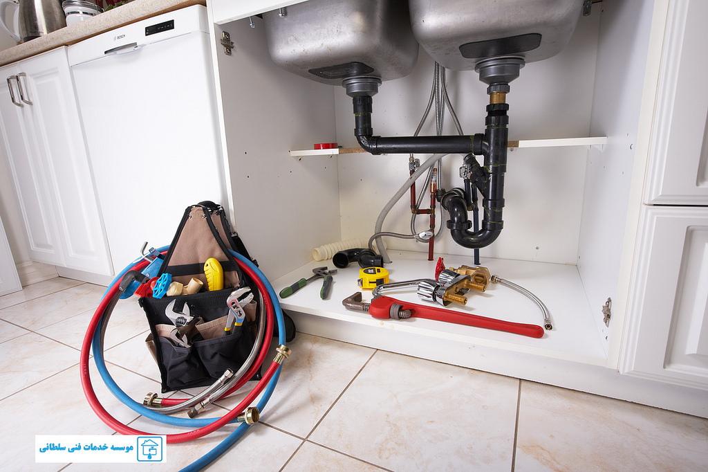 C mo desatascar el desag e del fregadero y las tuber as - Desatascador de tuberias a presion ...