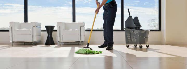 ¿Cuánto cuesta contratar una empresa de limpieza?