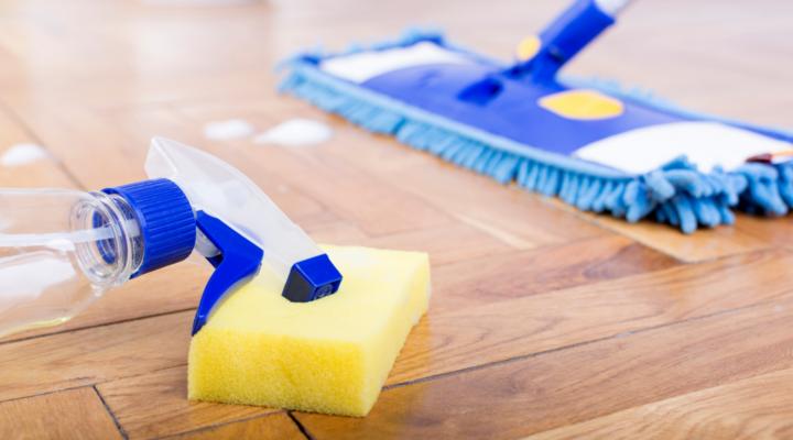 Limpiar el parquet y mejorarlo consejos y trucos para - Trucos para limpiar el parquet ...