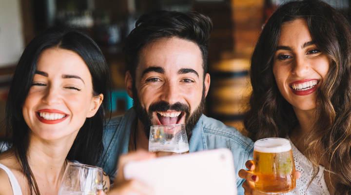 atraer clientes a un bar