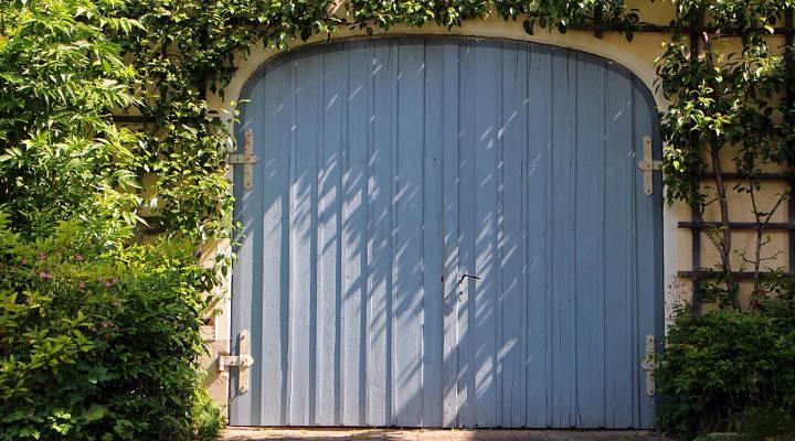 Cu nto cuesta instalar una puerta de garaje gu a de for Cuanto cuesta una puerta