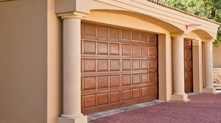 ¿Cuánto cuesta instalar una puerta de garaje?