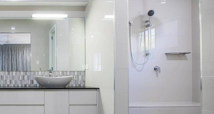 Cómo instalar una columna de ducha o hidromasaje