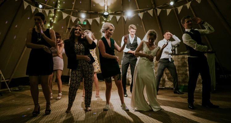 Qué es mejor: ¿DJ o Grupo Musical en vuestra boda?