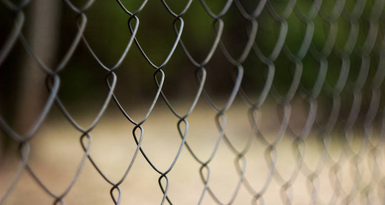Cómo instalar una valla de simple torsión