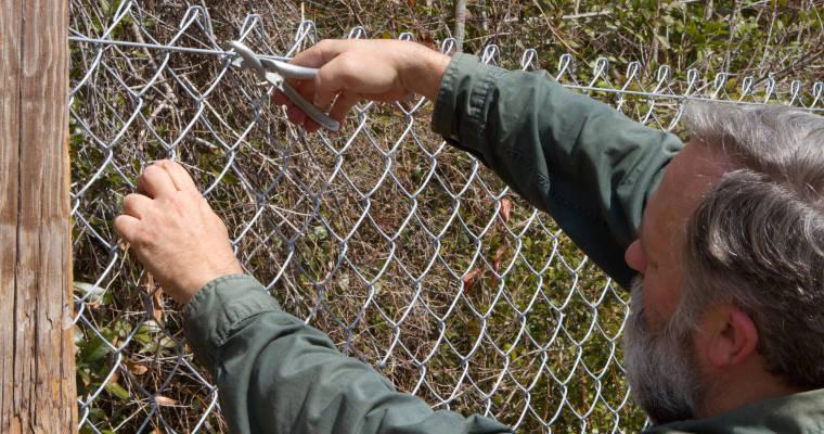 Instalar una valla metálica de simple torsión paso a paso