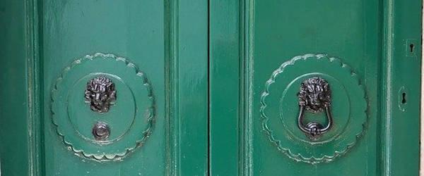 Lacar puerta