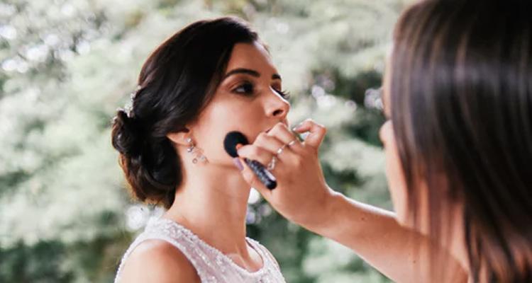 Cómo elegir un buen maquillador para boda