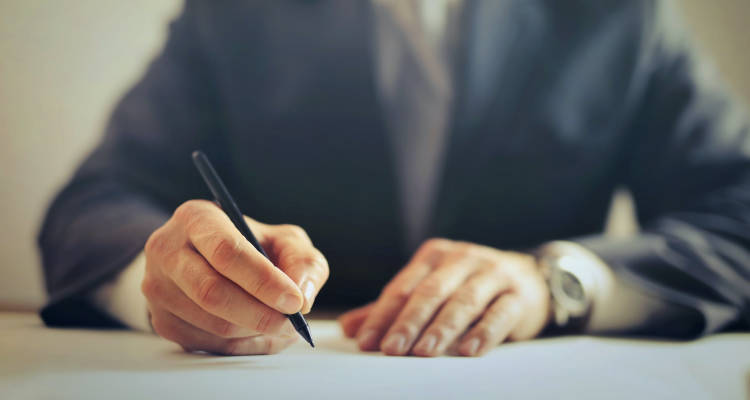 Cuánto cuesta contratar a un abogado