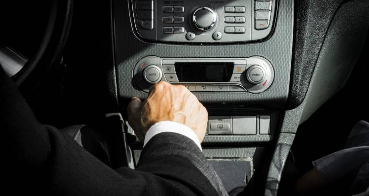 Cuánto cuesta alquilar un coche con conductor